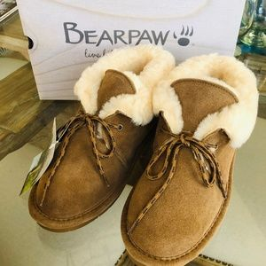 BearPaw NIB Girls low top Moccasin Boots, Size 5